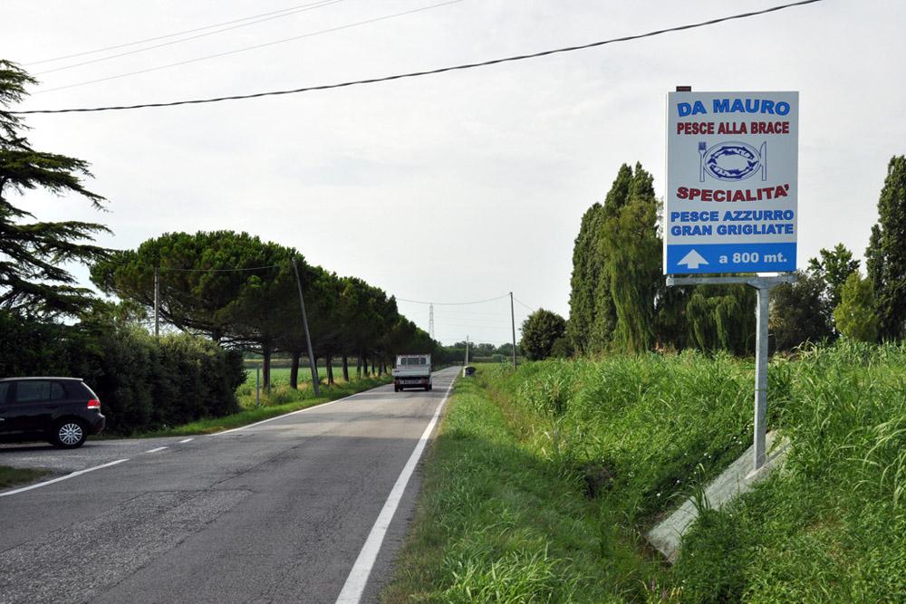 Da Mauro ristorante cartello stradale